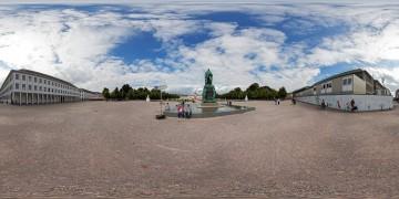 Panorama-Karlsruhe-Schlossplatz-Carl-Friedrich-Statue